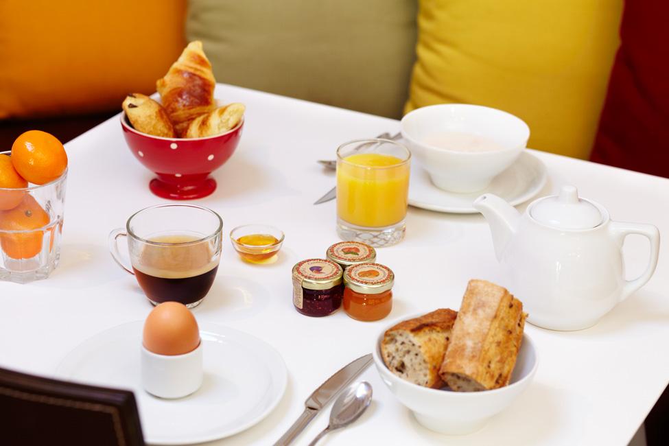 le petit déjeuner à l'hôtel du jeu de paume